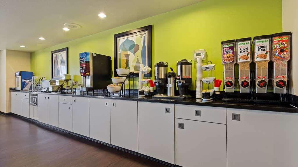 Best Western Douglas Inn & Suites - Breakfast Area