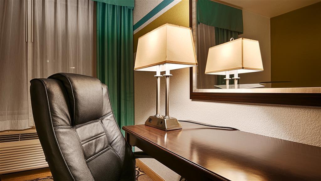Best Western Douglas Inn & Suites - Guest Room Work Desk