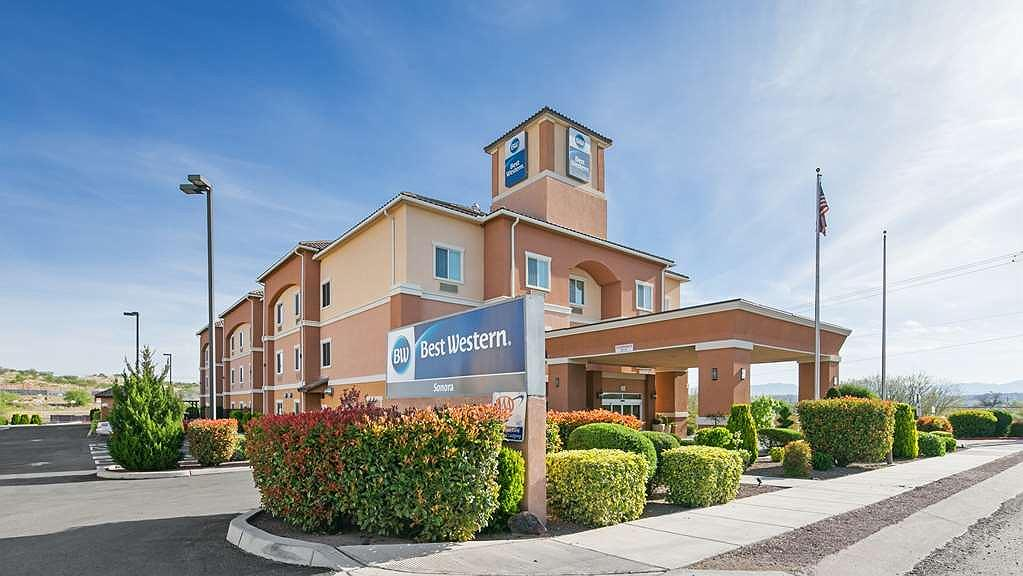 Best Western Sonora Inn & Suites - Pull up and make yourself at home at the Best Western Sonora Inn & Suites.
