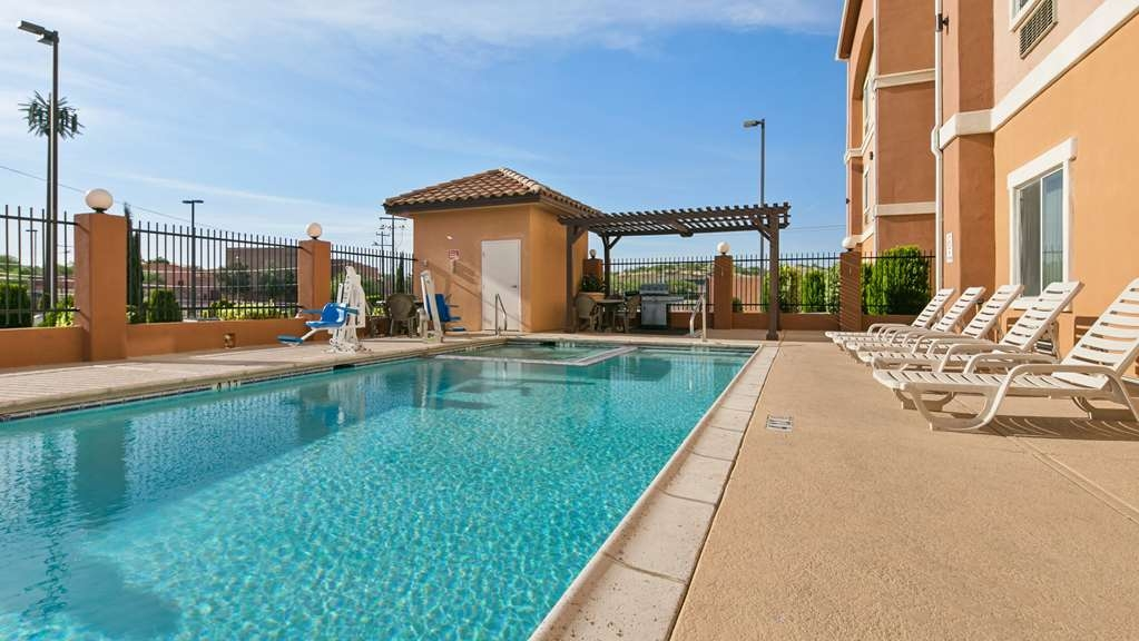 Best Western Sonora Inn & Suites - Outdoor Pool - Swim and enjoy our outdoor pool and spa