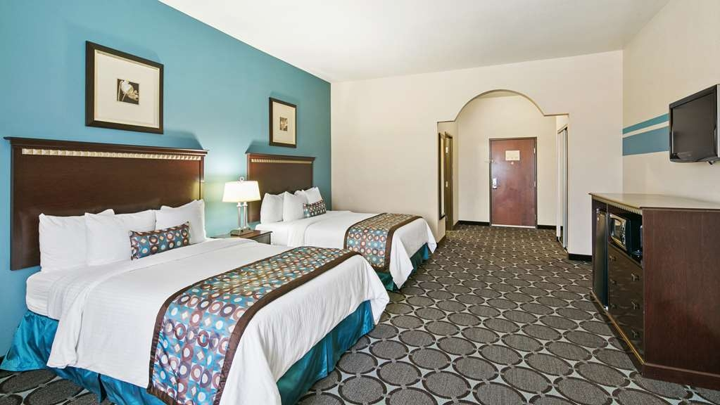 Best Western Sonora Inn & Suites - Guest Room with spacious two queen beds, relax and enjoy our guest room.