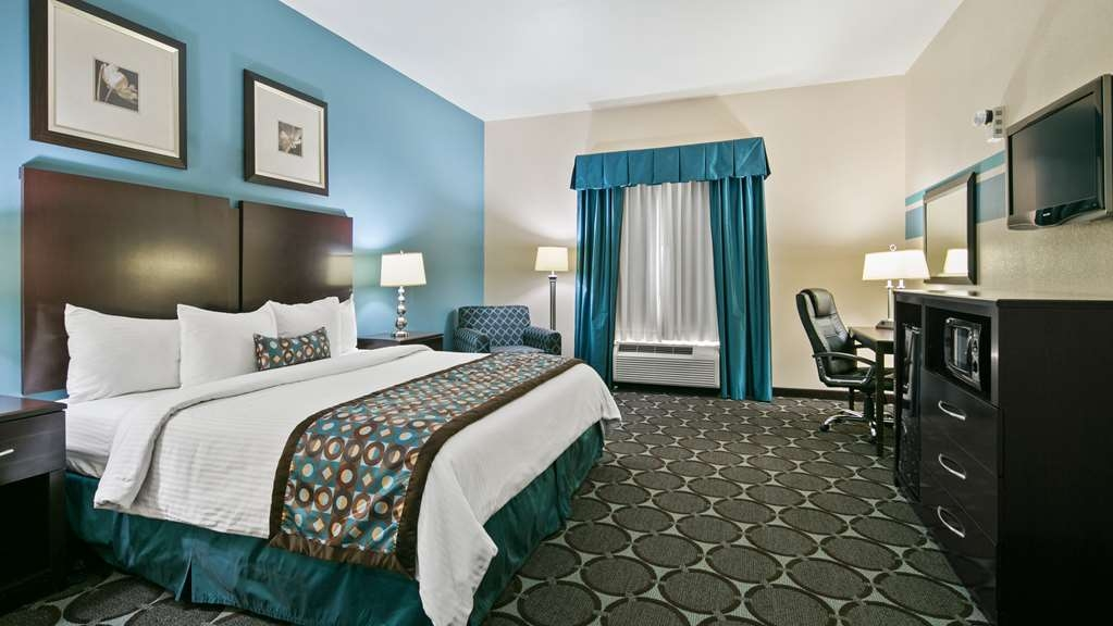 Best Western Sonora Inn & Suites - Standard King bed with amenities like coffee, or enjoy watching television Accessible King Room with Bathtub