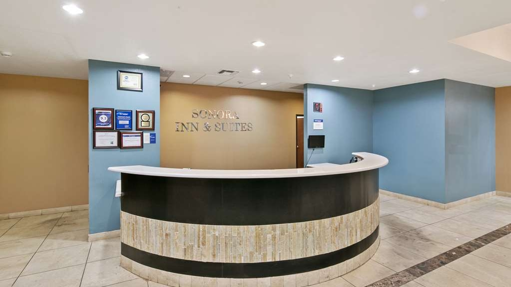 Best Western Sonora Inn & Suites - Our friendly front desk staff will take care of your every need.
