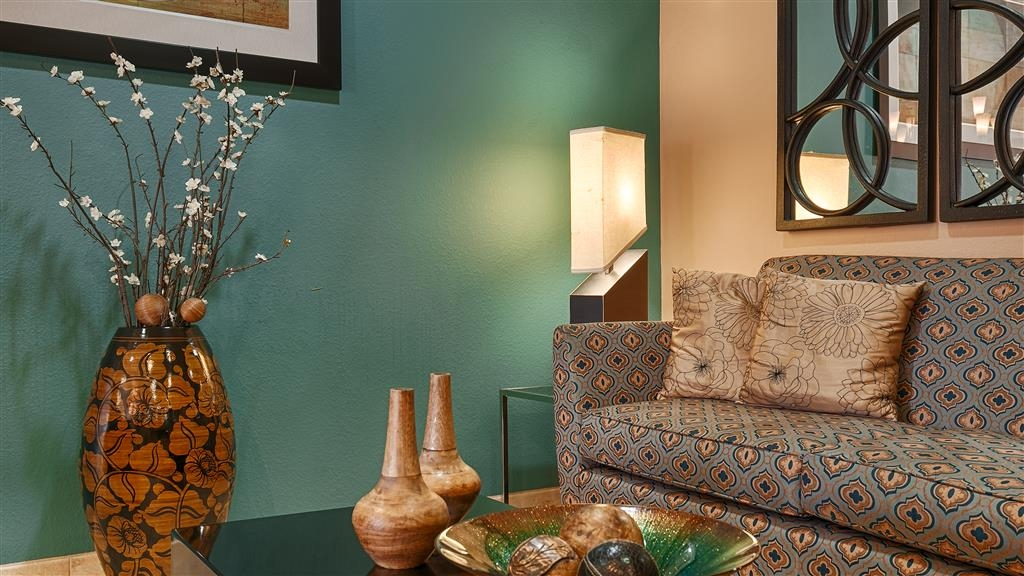 Best Western Sonora Inn & Suites - Hotel Lobby - with waiting area, and television to relax
