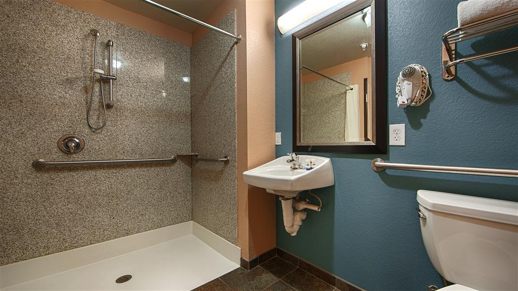 Best Western Sonora Inn & Suites - Guest Bathroom, with roll in shower