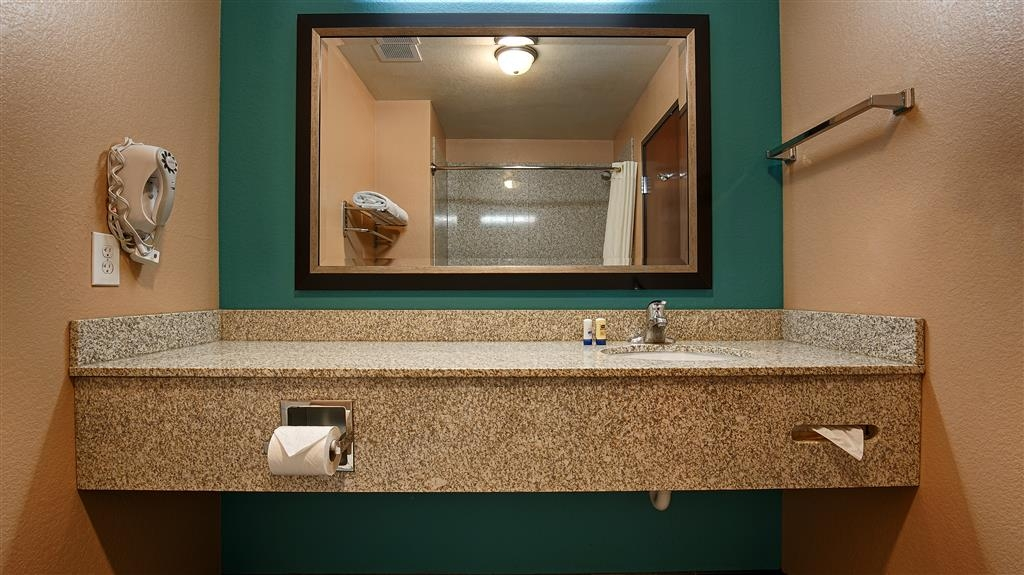 Best Western Sonora Inn & Suites - Guest Bathroom for our guests to feel clean and relax after a shower