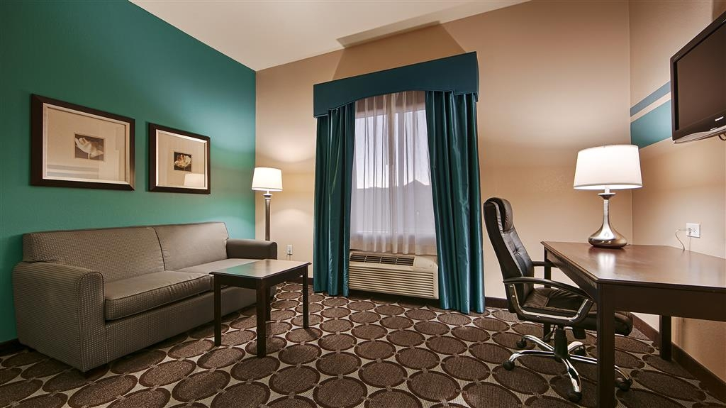 Best Western Sonora Inn & Suites - Guest Room sofa for our corporate guests to sit, work or relax