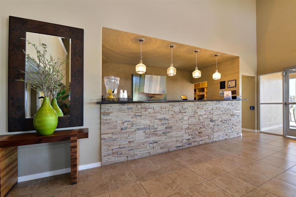 Best Western Plus Winslow Inn - Nuestro agradable personal estará encantado de darle la bienvenida a su llegada al hotel.