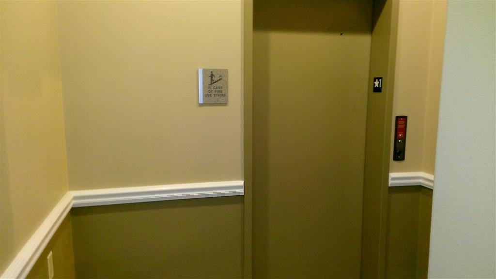 Best Western Plus Winslow Inn - Need to skip the stairs? Use our convenient elevator!