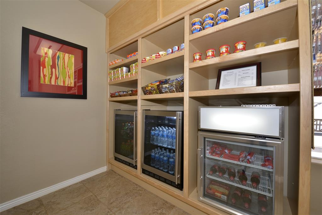 Best Western Plus Winslow Inn - Craving a snack or something to drink? Stop by our on-site vending area/snack shop located in the lobby.