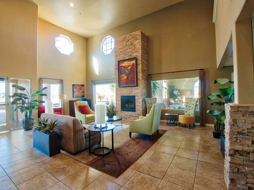 Best Western Plus Winslow Inn - Relájese en nuestro amplio vestíbulo