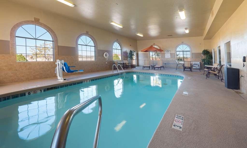 Best Western Plus Winslow Inn - Disfrute de un baño en nuestra piscina cubierta.