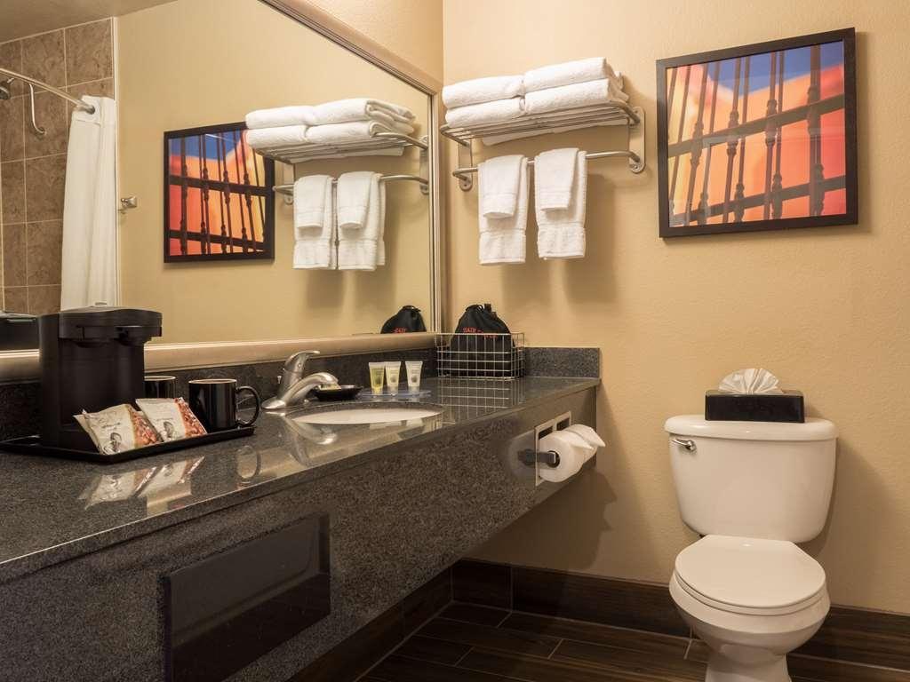 Best Western Plus Winslow Inn - Guest Bathroom