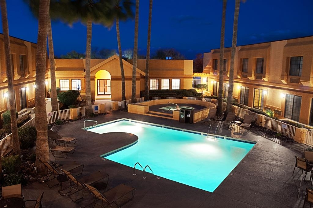Best Western Green Valley Inn - Enjoy the comfortable outdoor climate!