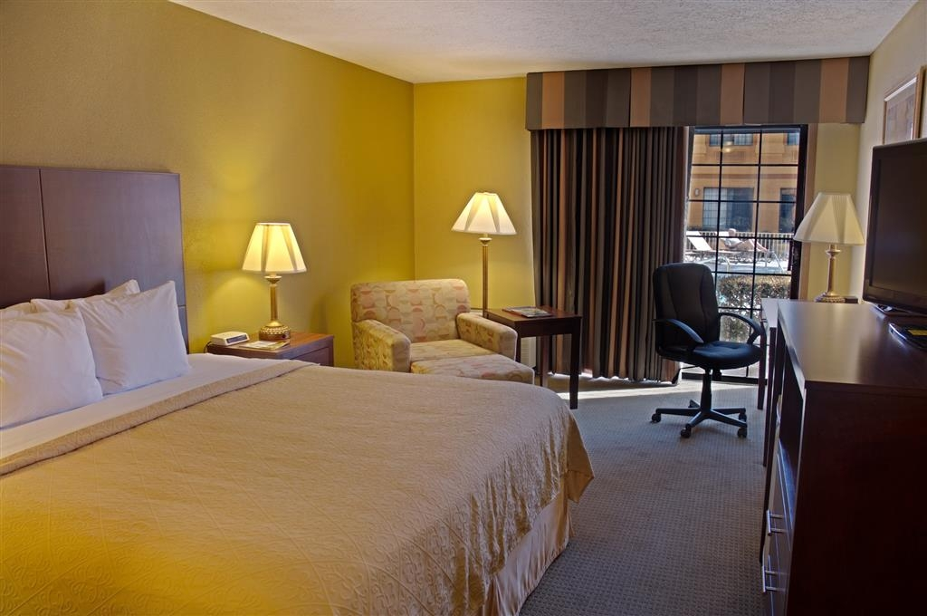 Best Western Green Valley Inn - Upgrade to our deluxe King or double Queen poolside rooms!