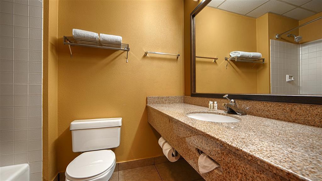 Best Western Green Valley Inn - Guest Bathroom