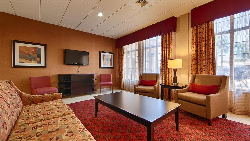Best Western Green Valley Inn - Comfortable Lobby Seating