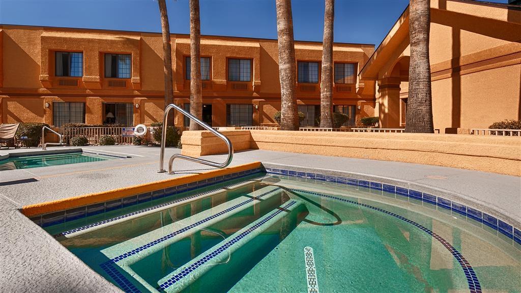Best Western Green Valley Inn - Outdoor Pool