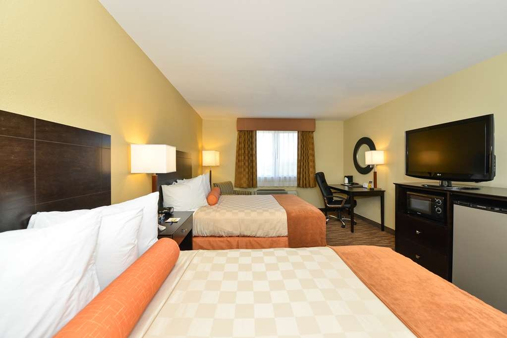 Best Western Gold Poppy Inn - If you're travelg with your family or group of friends, opt for our 2 queen beds.