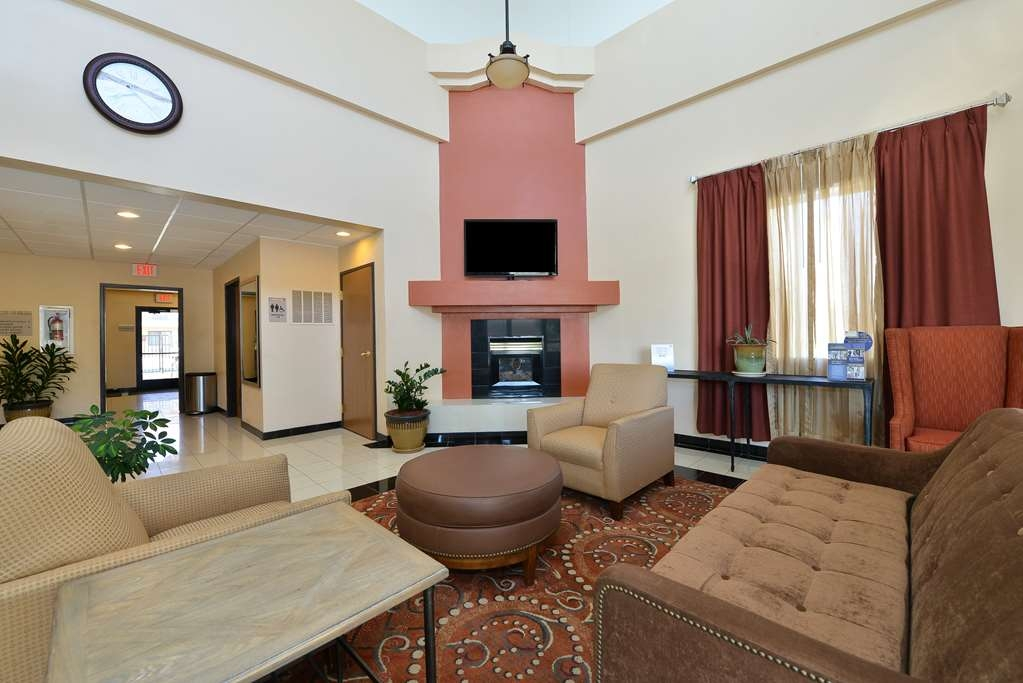 Best Western Gold Poppy Inn - We strive to exceed your every expectaton starting from the moment you walk into our lobby.