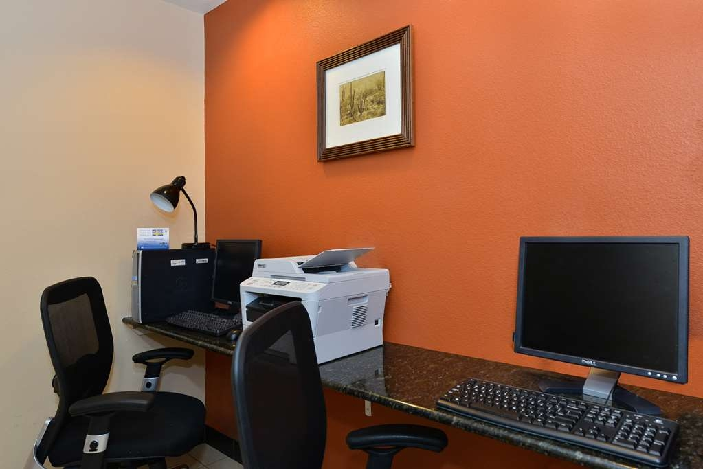 Best Western Gold Poppy Inn - Keep connected with your loved ones in our business center.