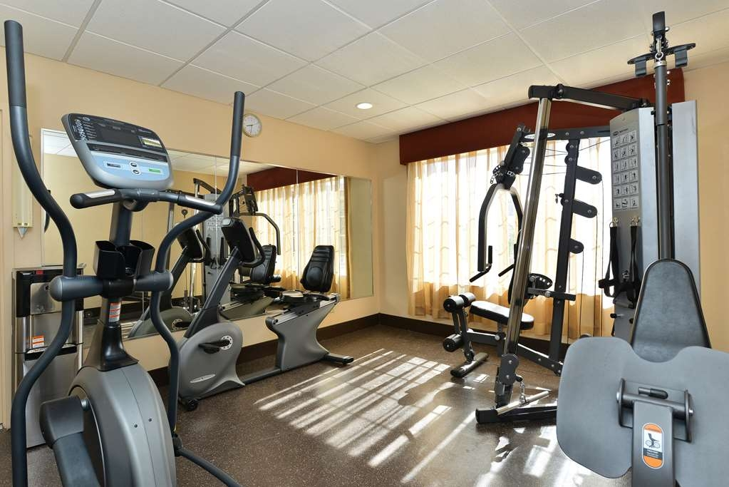 Best Western Gold Poppy Inn - Maintain your fitness routine during your stay with us in our fitness center.