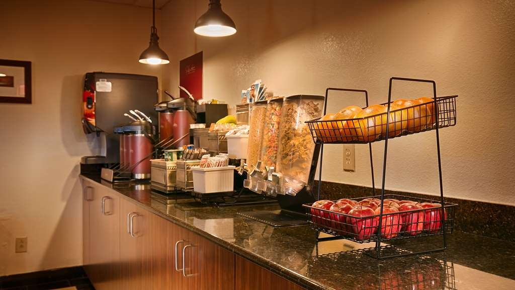 Best Western Gold Poppy Inn - Rise and shine with a complimentary breakfast every morning.
