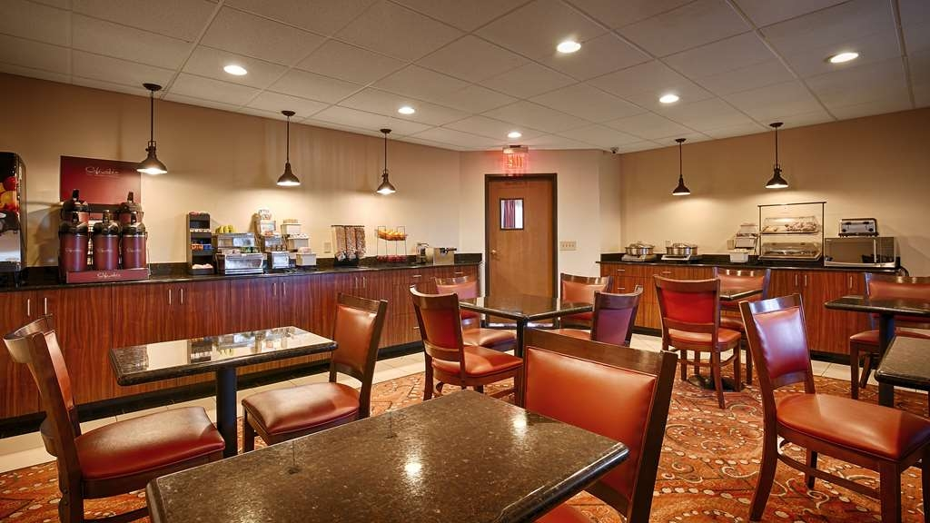 Best Western Gold Poppy Inn - Our breakfast room offers intimate ining for couples and smaller groups