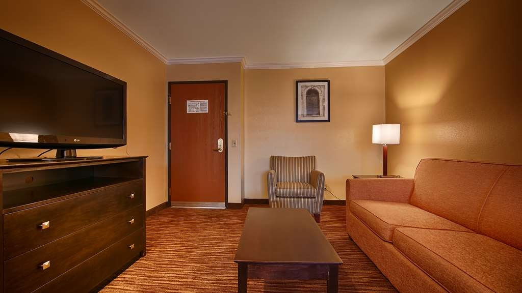 Best Western Gold Poppy Inn - Live in true luxury when you book a king suite.