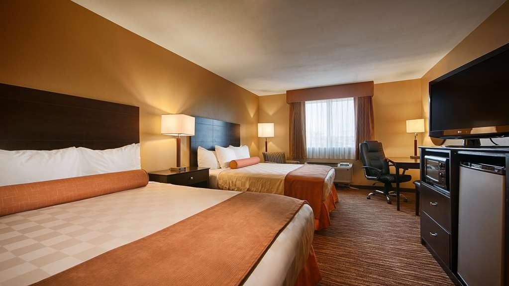 Best Western Gold Poppy Inn - Your comfort is our first priority in our 2 queen beds guest room .
