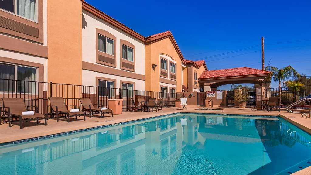 Best Western Tolleson Hotel - Take a dip in our outdoor pool.