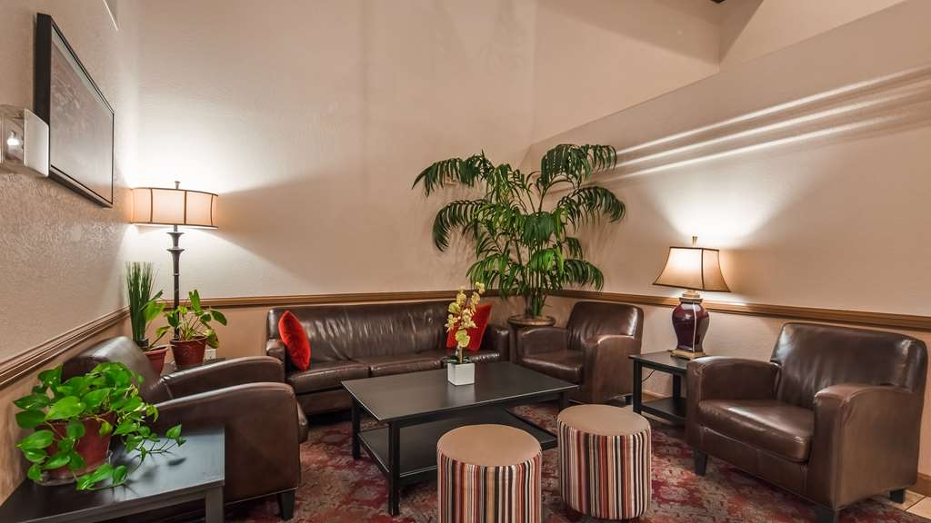 Best Western Tolleson Hotel - Relax in our spacious lobby.