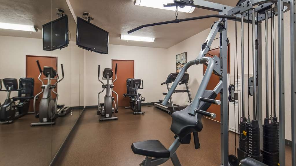 Best Western Tolleson Hotel - Burn off last night's dinner in our fitness room.