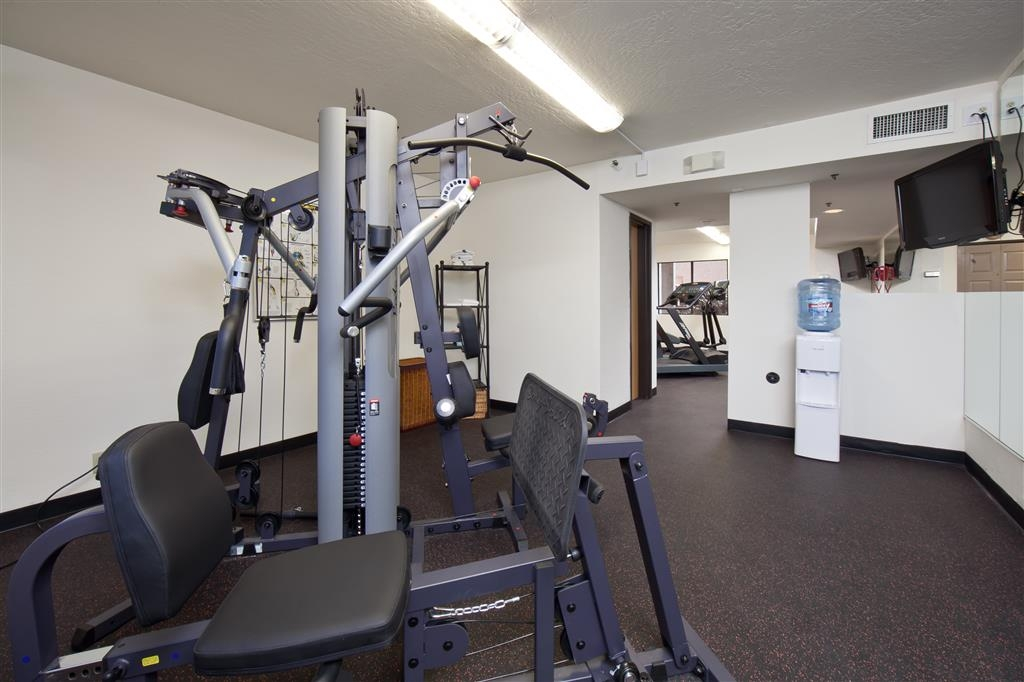 Best Western Plus Scottsdale Thunderbird Suites - A variety of equipment is available for your use in our fitness center.