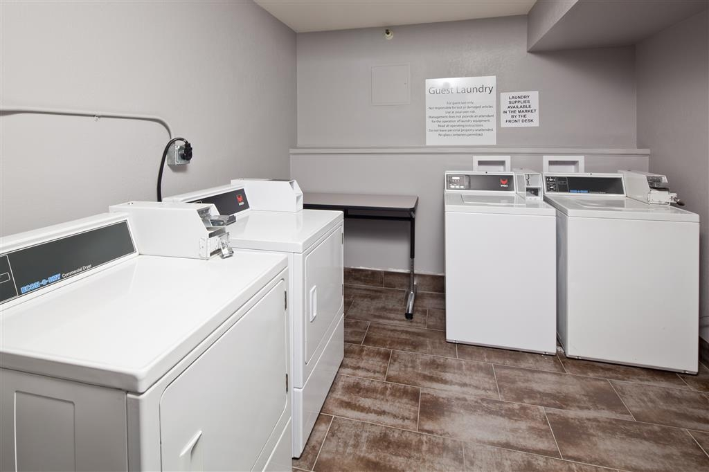 Best Western Plus Scottsdale Thunderbird Suites - A laundromat featuring two washers, two dryers and a table for folding clothes is available for your use.