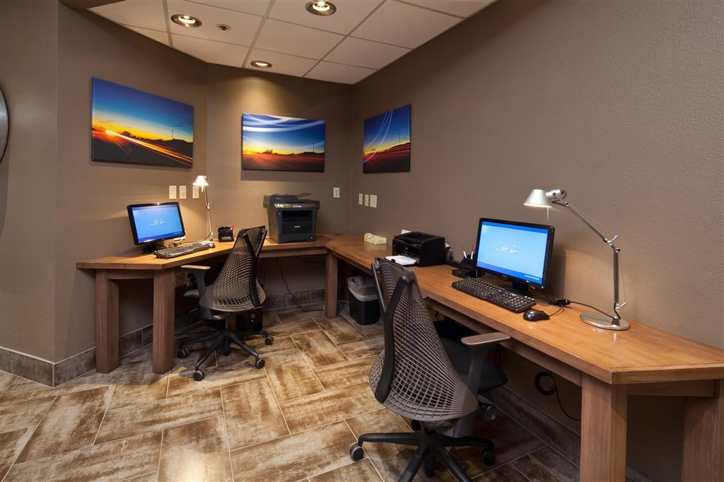 Best Western Plus Scottsdale Thunderbird Suites - Check your email or browse the web at our business center.