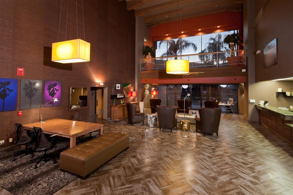 Best Western Plus Scottsdale Thunderbird Suites - Relax in our inviting lobby.