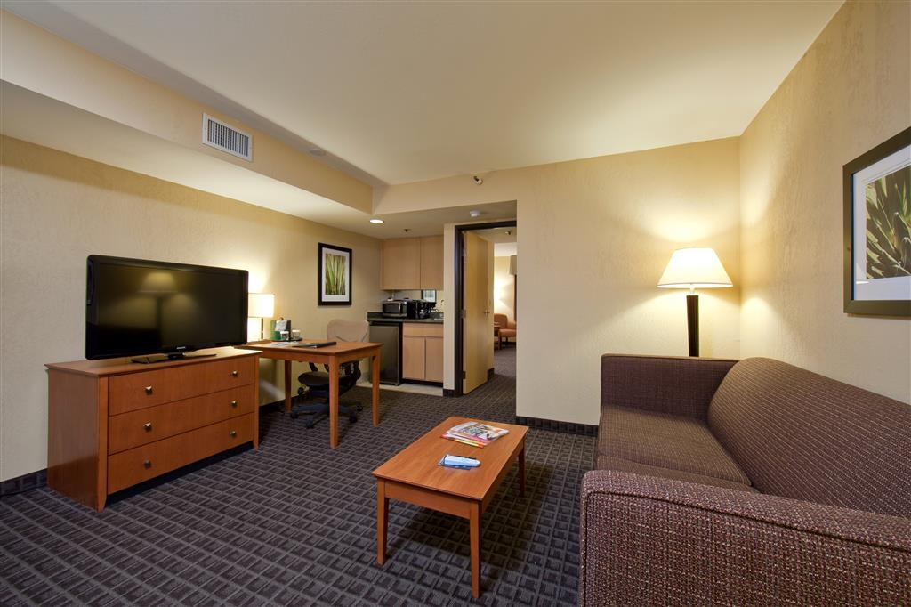 Best Western Plus Scottsdale Thunderbird Suites - Hotel exclusivamente para no fumadores.