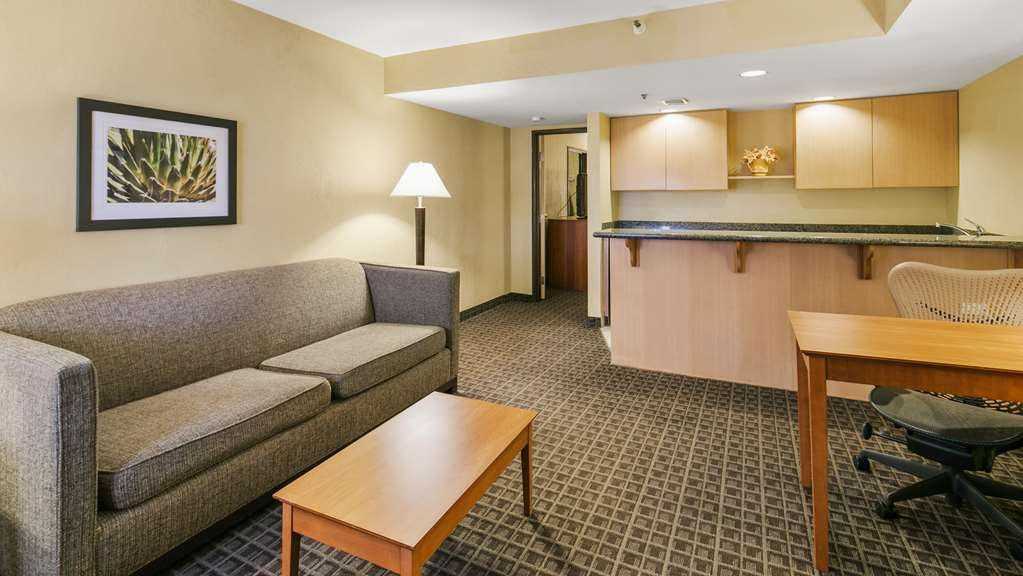 Best Western Plus Scottsdale Thunderbird Suites - Suite