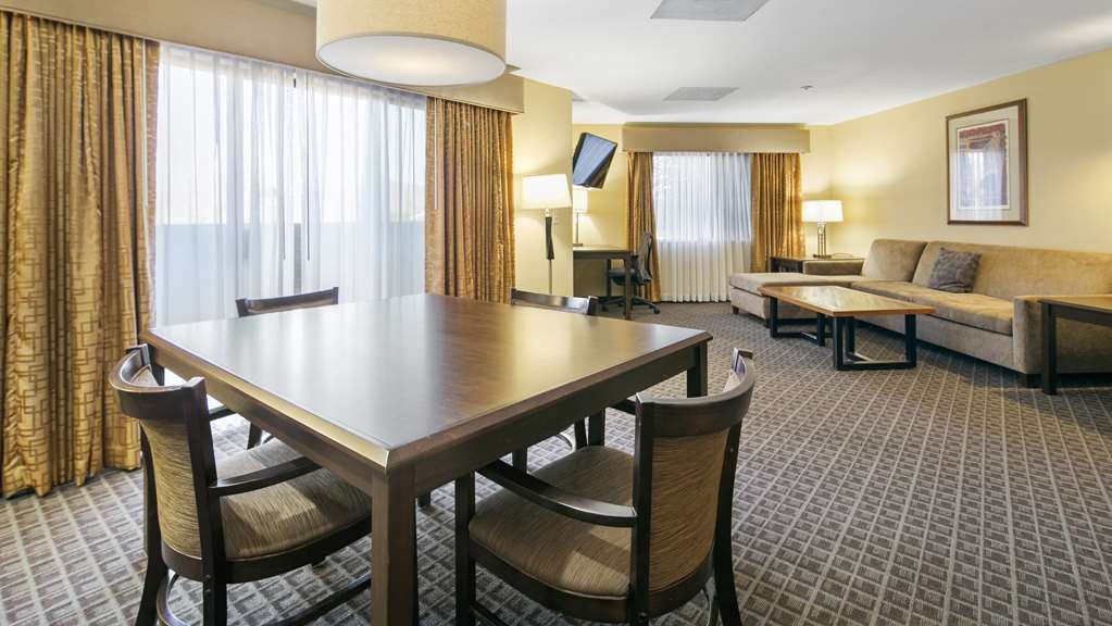 Best Western Plus Scottsdale Thunderbird Suites - Expand your living with the VIP room.