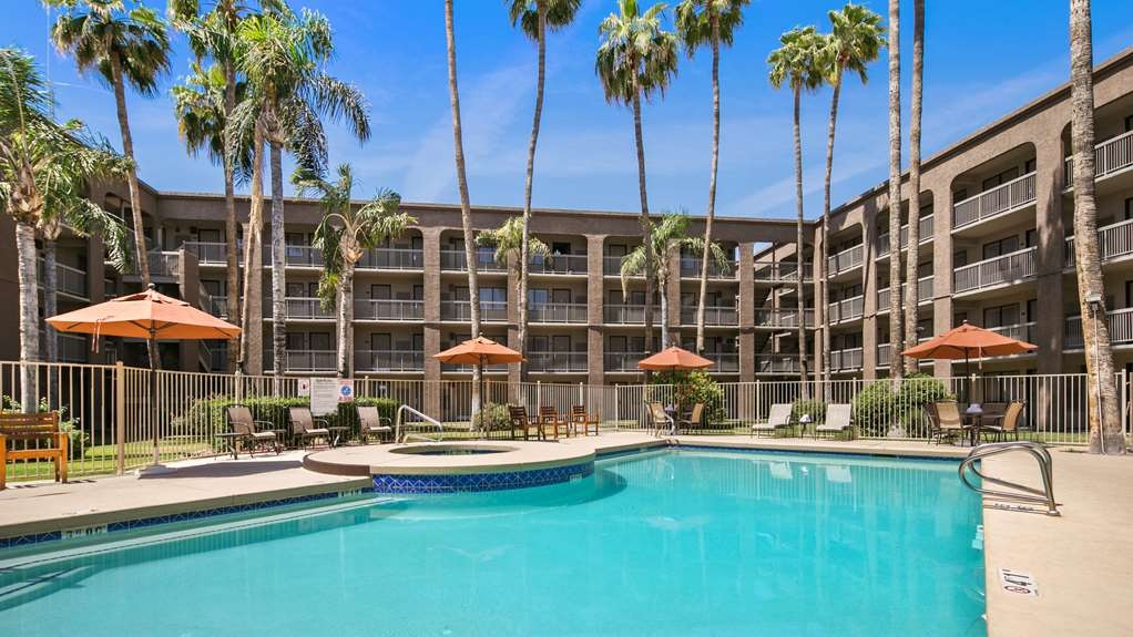 Best Western Plus Scottsdale Thunderbird Suites - Vista de la piscina