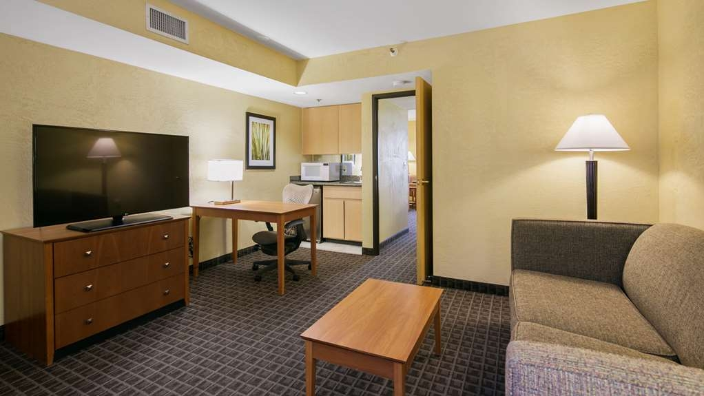 Best Western Plus Scottsdale Thunderbird Suites - Free wireless Internet access is available in all guest rooms.