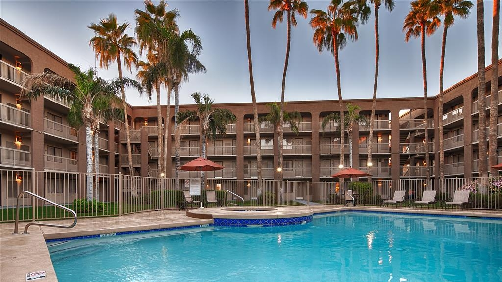 Best Western Plus Scottsdale Thunderbird Suites - Piscina al aire libre