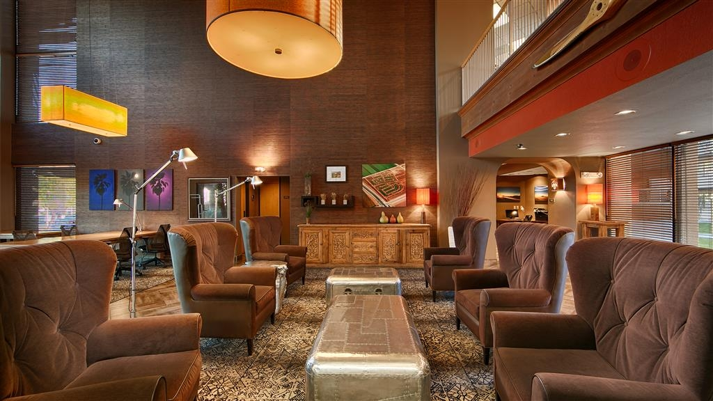 Best Western Plus Scottsdale Thunderbird Suites - Vestíbulo