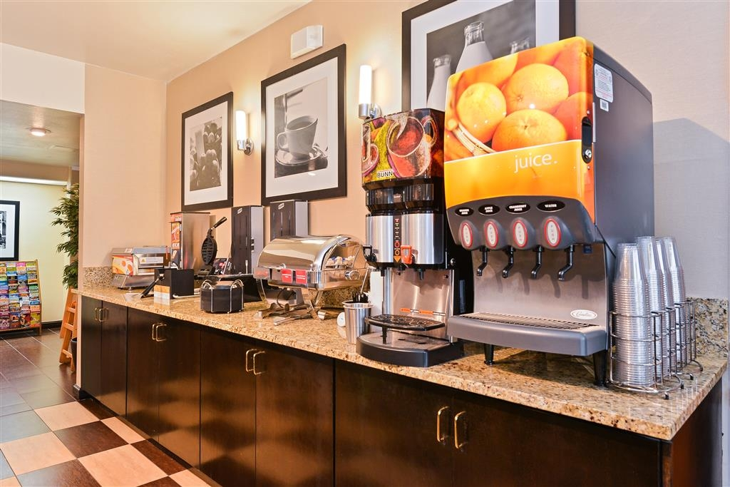 Best Western Plus Mesa - Start your mornings with our complimentary hot breakfast and enjoy a variety of foods and drinks.