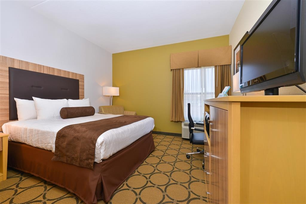 Best Western Plus Mesa - Spacious guest rooms and enjoy access to high-speed Internet, 32-inch HD TV, pillow top mattress, fridge, microwave and a coffee maker.