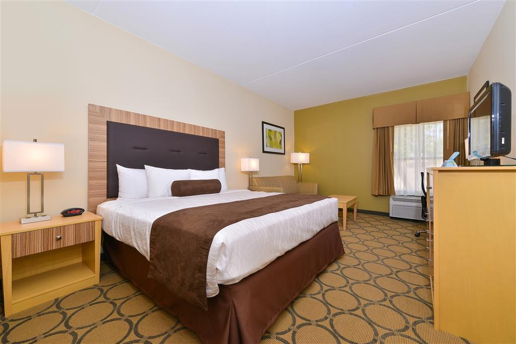 Best Western Plus Mesa - Spacious guest rooms and enjoy access to high-speed Internet, 32-inch HDTV, pillow top mattress, fridge, microwave and a coffee maker.