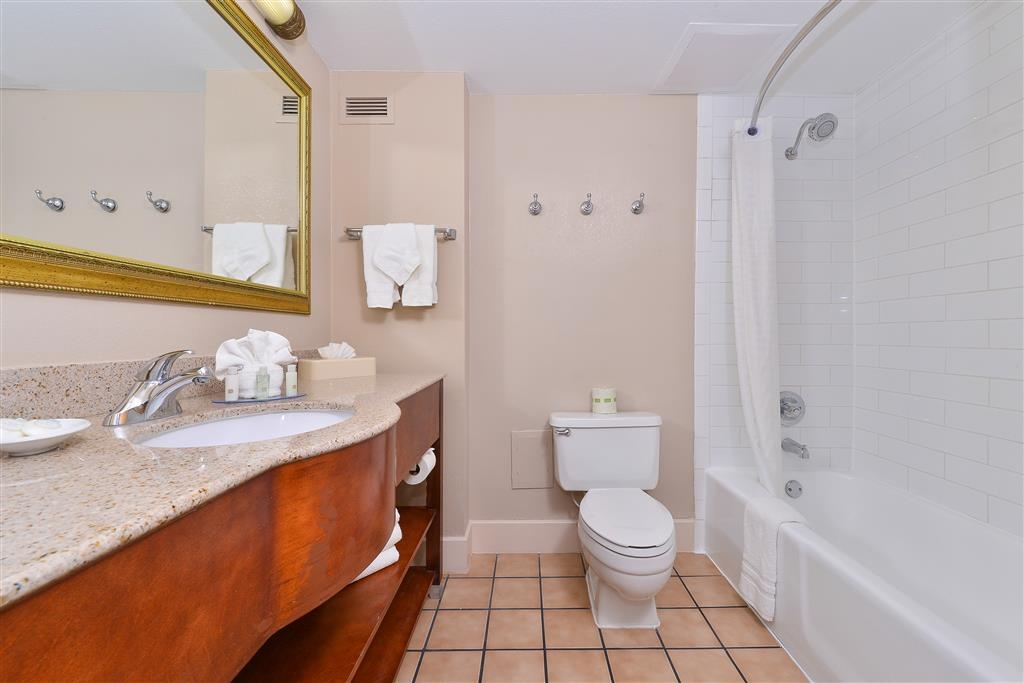 Best Western Plus Mesa - Guest Bathroom