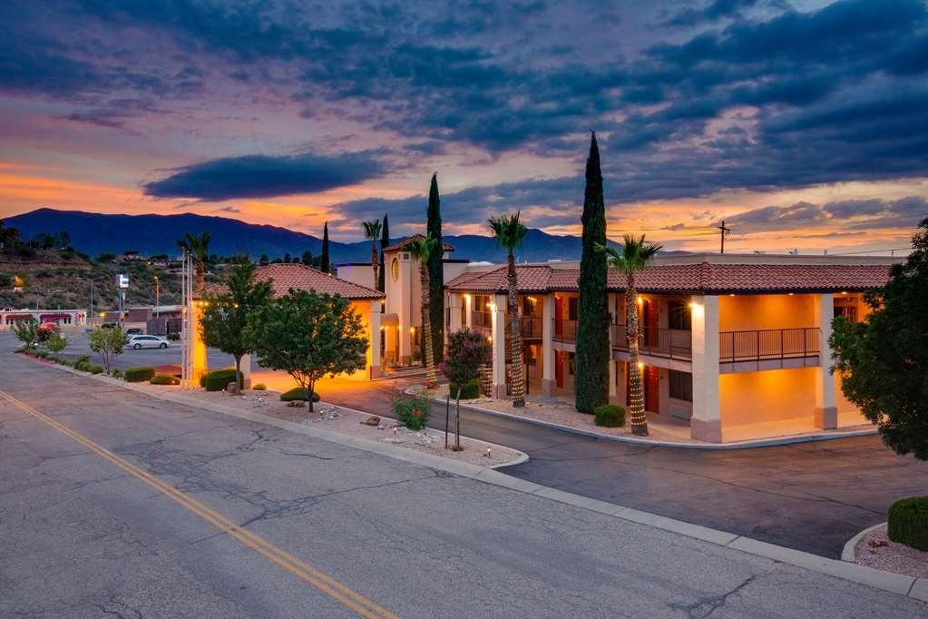 Best Western Copper Hills Inn - What away to end the day, Check-In to the your home away from home!!!