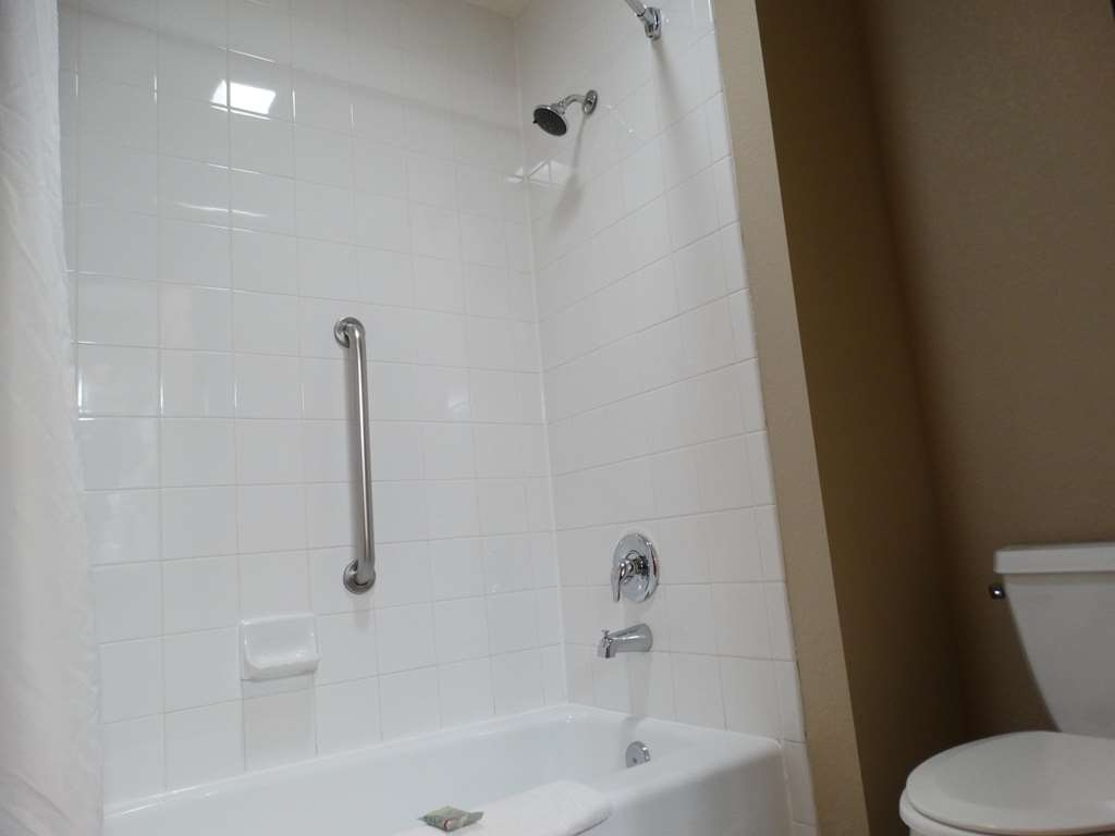 Best Western Snowflake Inn - Standard King Guest Bathroom
